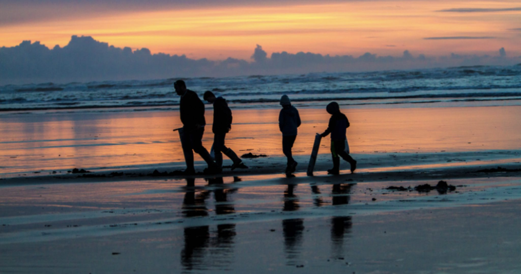 A Gearhart Pastime: Dig for Razor Clams on the Oregon Coast
