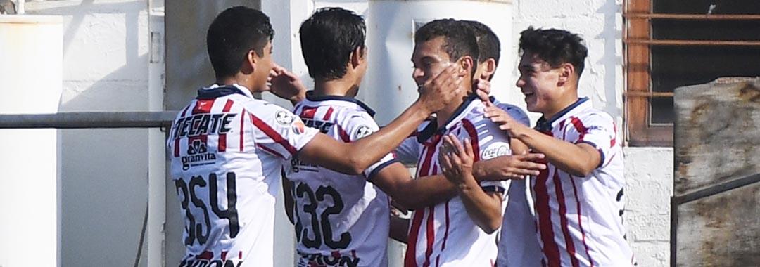 Chivas Mantiene el Buen Paso