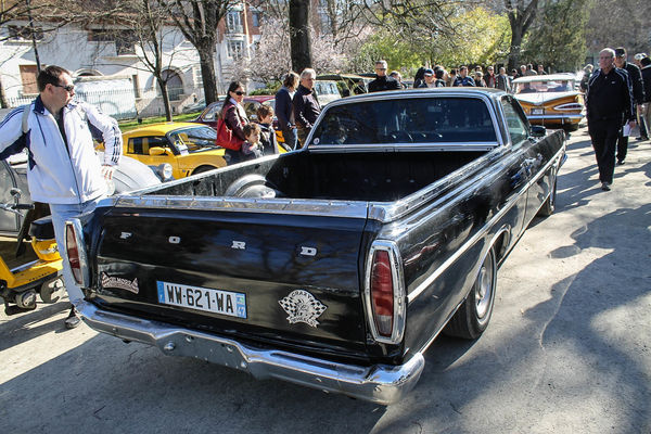 Ranchero. park, old, france, ford, car, square, automobile, jardin, pickup, grand, voiture, american, transports, toulouse, ranchero, ancienne, rond, 2014, véhicule, américaine, boulingrin. buy photo