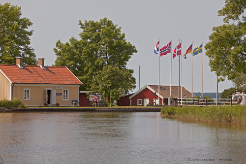 Gøta. camera, travel, vacation, house, building, water, canon, living, sweden, flag, locks, scandinavia, waterway, sluser, sjøtorp, leifskandsen, gøtakanal, gøtacanal, skandsenimages, ilobsterit. buy photo