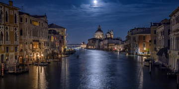 Walk on the Dark Side of Venice