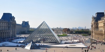 photo of the louvre glass pyramid on our private tour