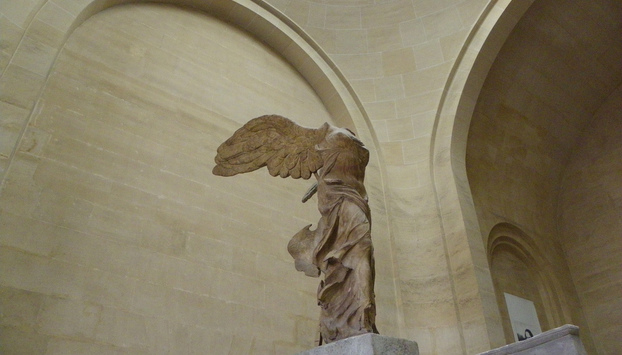 winged victory of Samothrace statue Louvre Paris