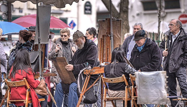 Portraitist of Montmartre during the visit of the neighbourhood