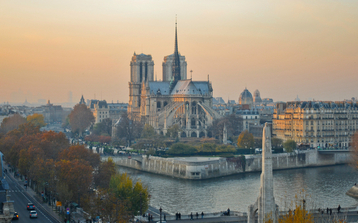 Photo of Notre Dame on our Paris Essentials Tour