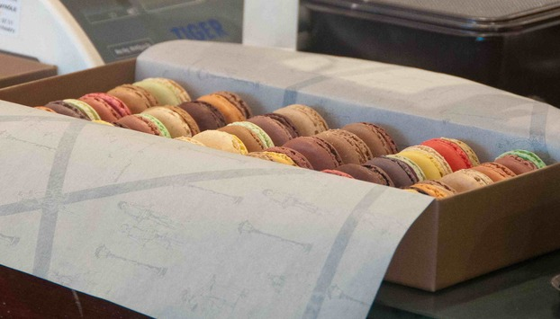 Macaroons tasting in Paris with a chef