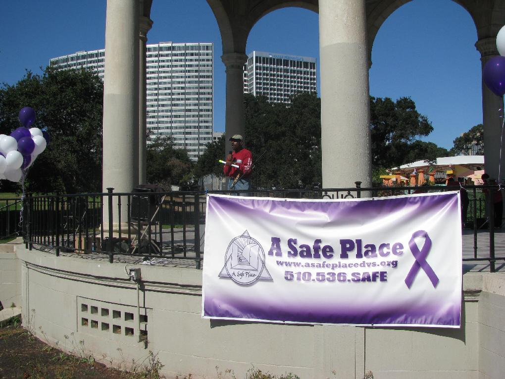 Supervisor Carson addresses participants at the October 2012 Walk to End Domestic Violence at Lake Merritt
