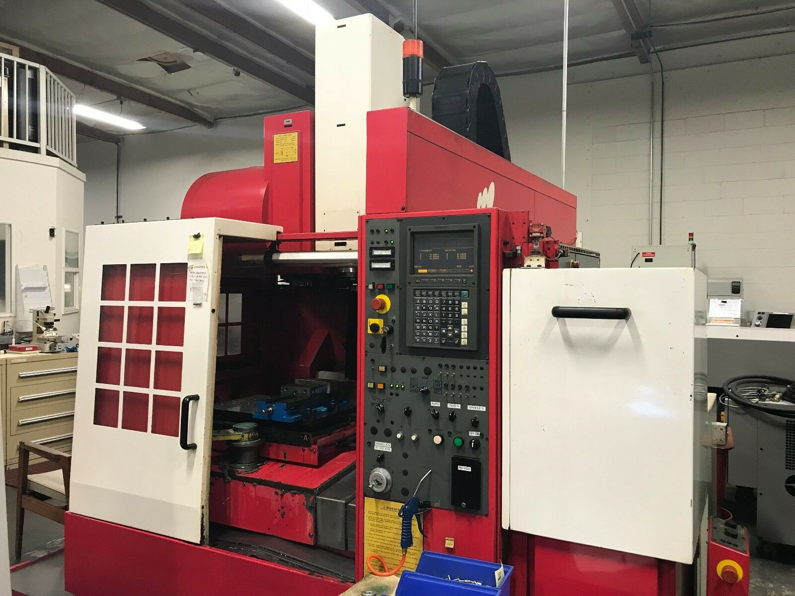 """Specifications: Travel:  X-Axis 21.65"""" Y-Axis 16.10"""" Z-Axis 18.10"""" Table Size 23.6"""" x 14.9"""" (2) Spindle Speed 8000 RPM Spindle Taper BT 40 Spindle Nose to Table Top 5.9"""" - 24"""" Spindle Motor 10 HP Tools 30 Table Load Capacity 550 lbs. Rapid Traverse"""