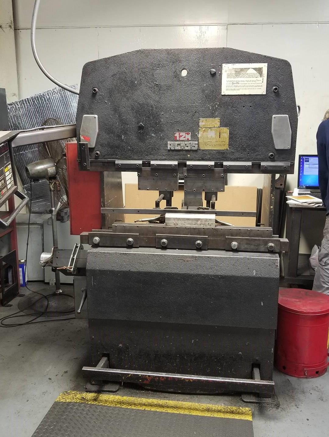 35 TON X 4' AMADA MODEL #RG35S HYDRAULIC PRESS BRAKE: STOCK 10041
