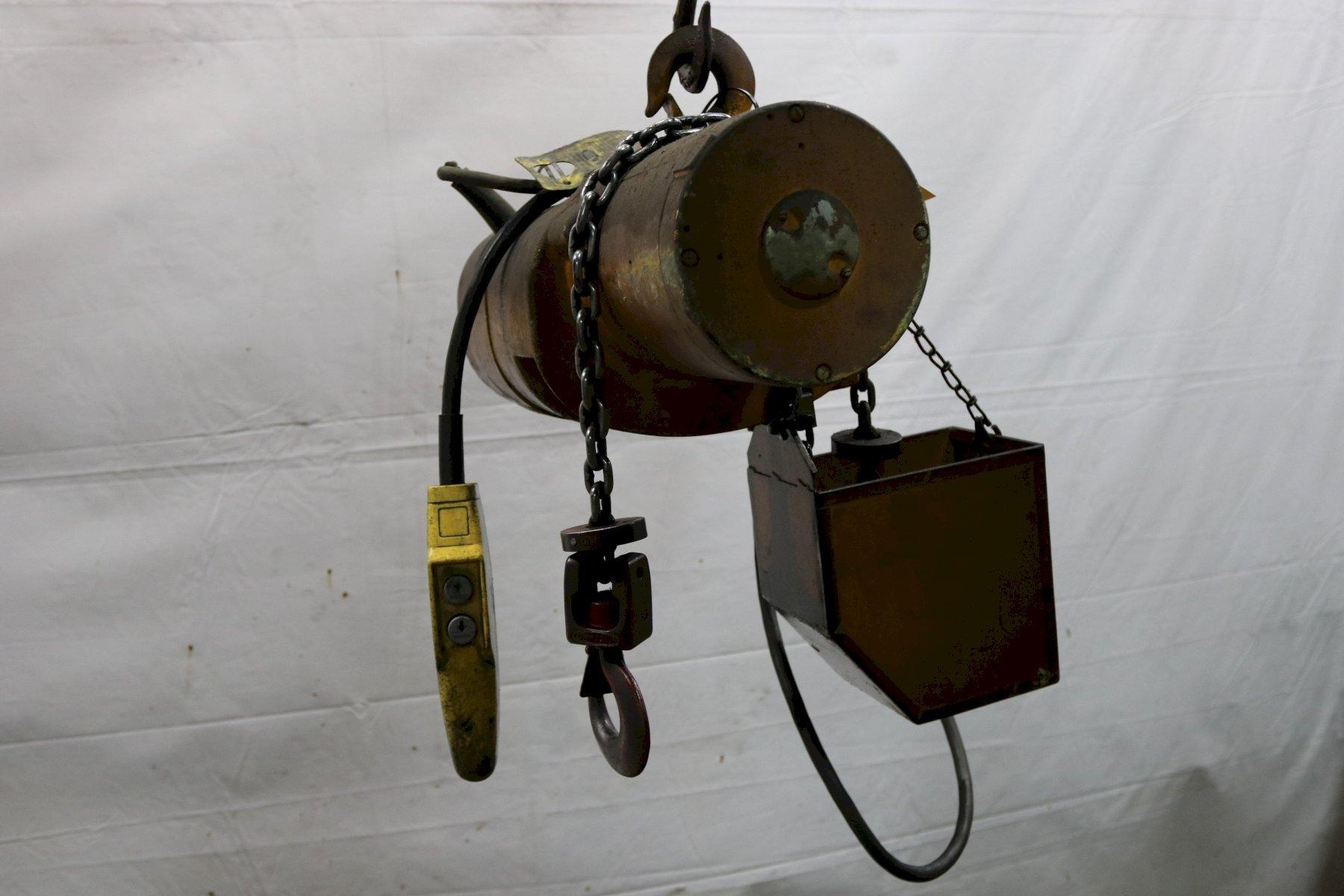 1/4 TON BUDGIT MODEL #113450-10 ELECTRIC POWERED CHAIN HOIST : STOCK #11992