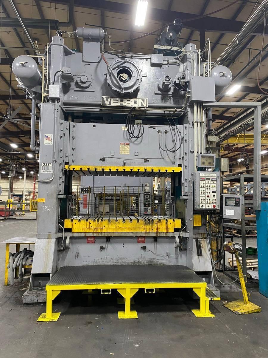 300 ton Verson S2-300-96-48t, New 1995