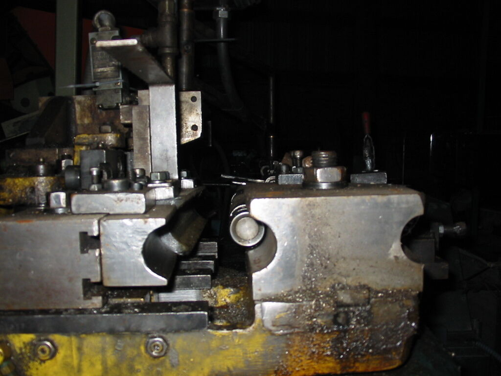 """17 RPM 5HP Capacity: 1.575"""" Horizontal Dial-a-bend Controller /220V 3PHASE, RUNS GOOD BUT HAS BEEN IN STORAGE FOR ABOUT 8 YEARS / COMES WITH 1-1/2"""" AND 1-3/4"""" MANDRELLS. HAS A SMART RELAY CONTROL"""