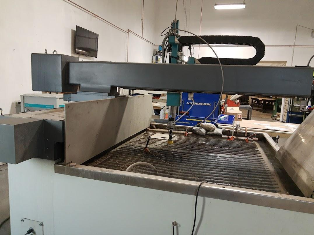 Flow Mach 2 1313b CNC Waterjet Cutting System - 131 hours!