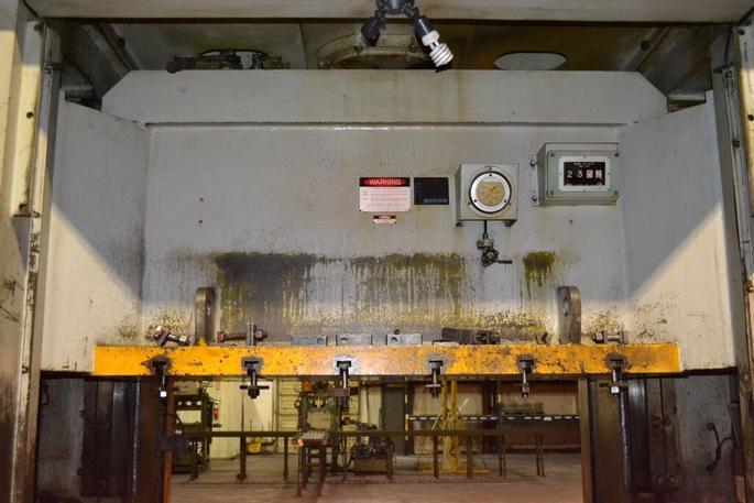 220 Ton Komatsu Eccentric Gear 2 Pt SS Press, S/N 10017, Stock #13404J