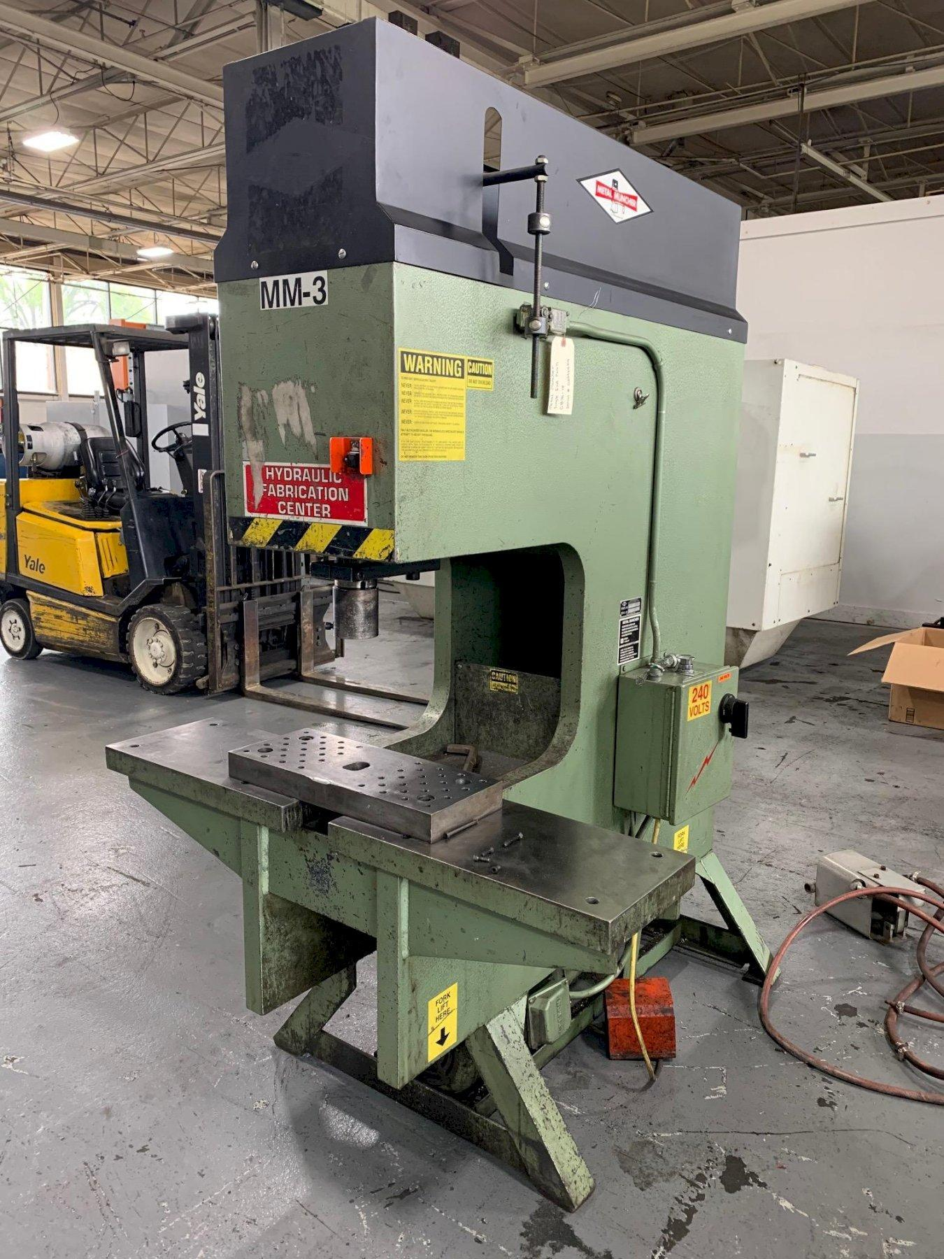 USED METAL MUNCHER SINGLE END 70 TON HYDRAULIC PUNCH MODEL GB 70-18, Stock# 10699 , Year 1999