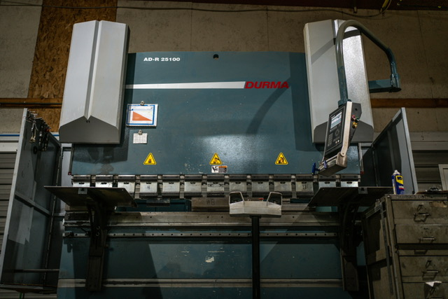 2014 Durma, 8' x 110 Ton CNC Hydraulic Press Brake