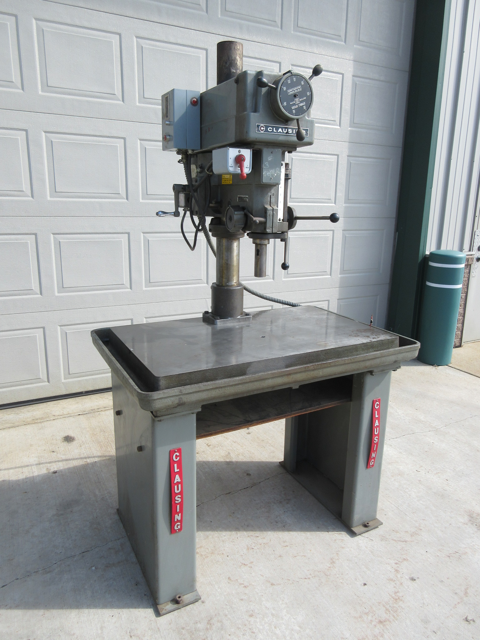 LARGE TABLE, VARIABLE SPEED, 3MT, 150-2,000 RPM, REVERSING SWITCH FOR TAPPING