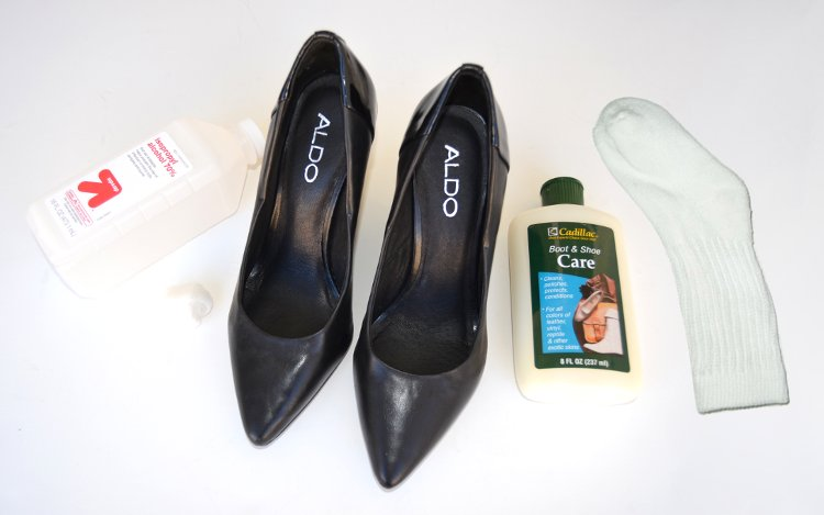 materials needed to stretch shoes