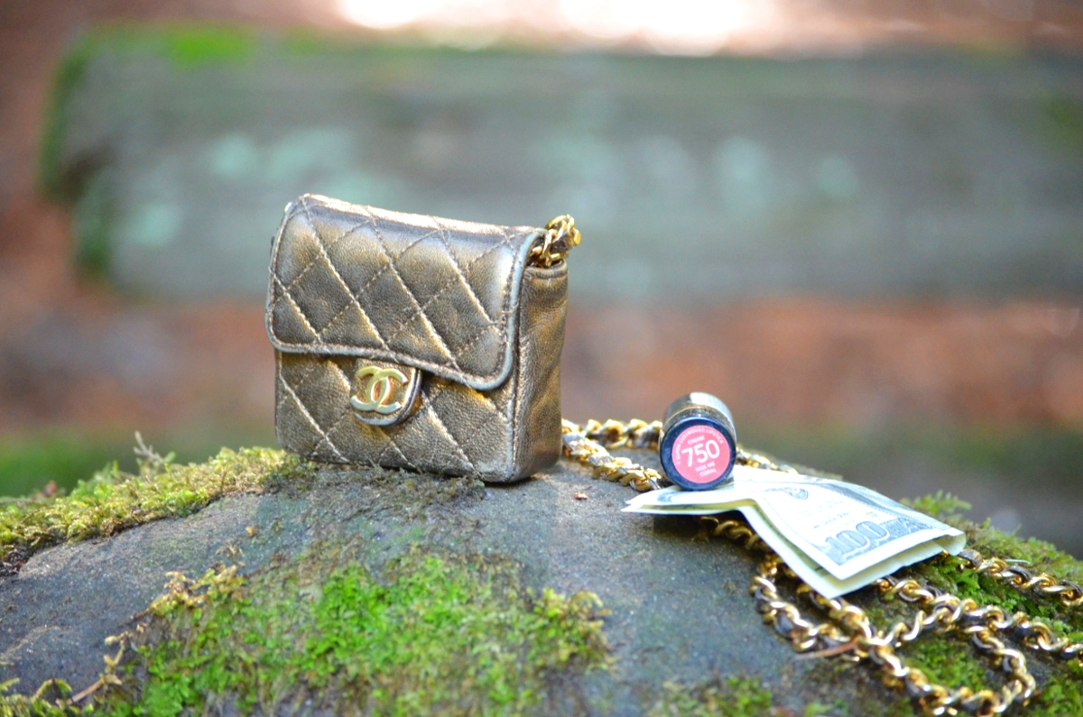 74b639931bd9e5 inside contents size of tiny chanel flap 2.55 bag. This micro mini ...