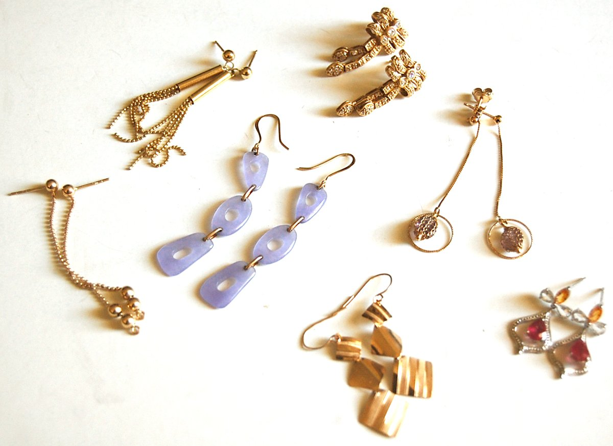 gold earrings lot from pawn shop