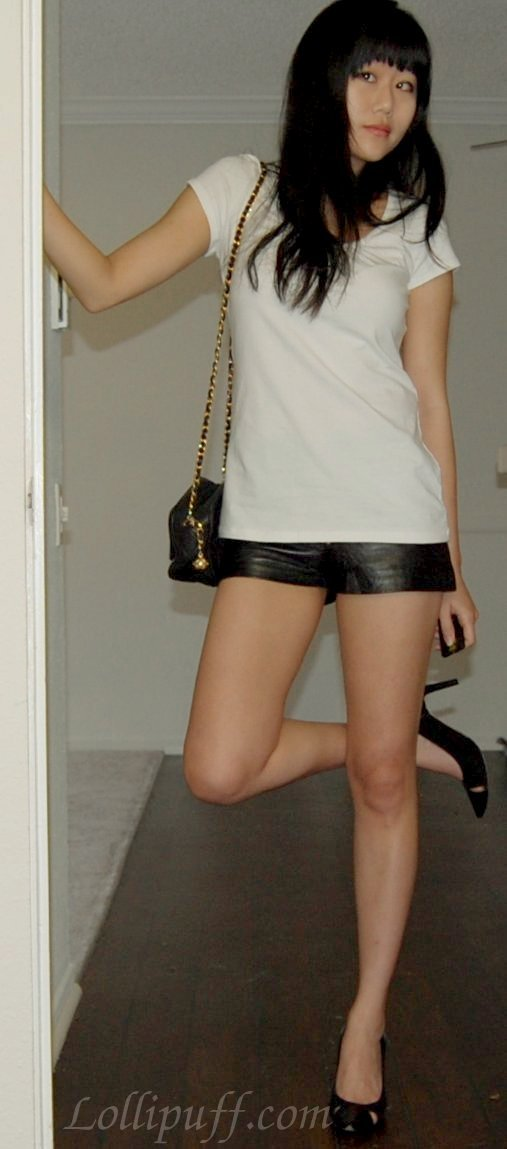 vintage chanel simple leather shorts outfit