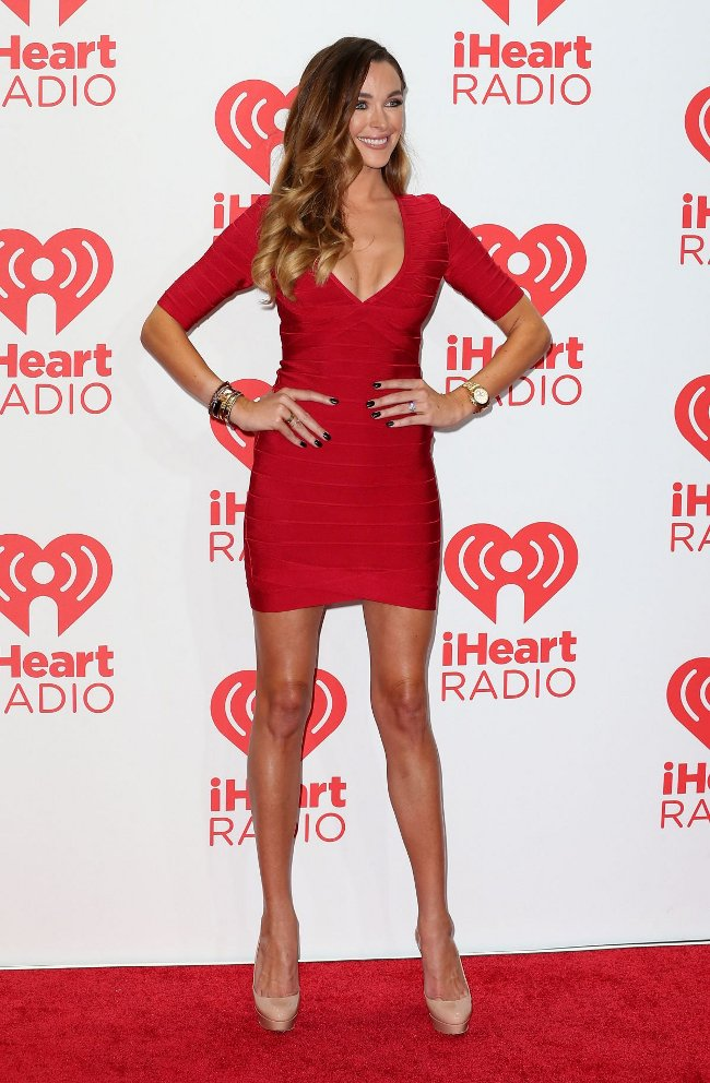 celebrity wearing Herve Leger bandage bodycon sexy dresses