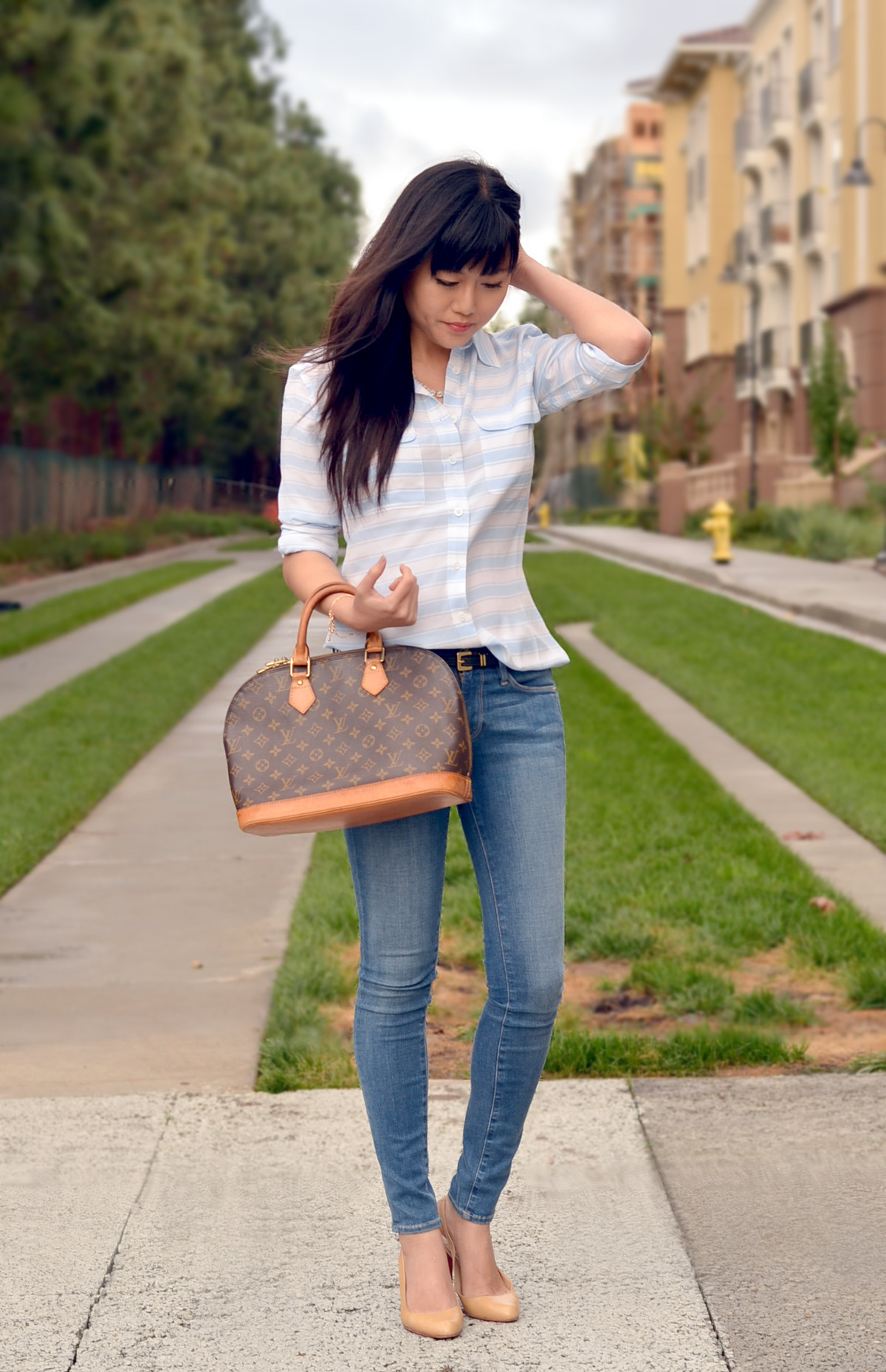 Fall skinny jeans outfit with louis vuitton bag