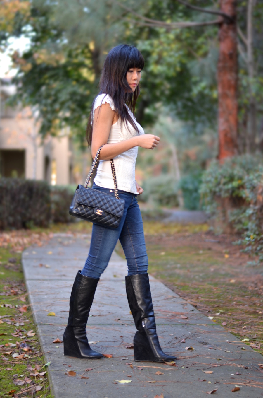 simple classic skinny jeans outfit with lace top