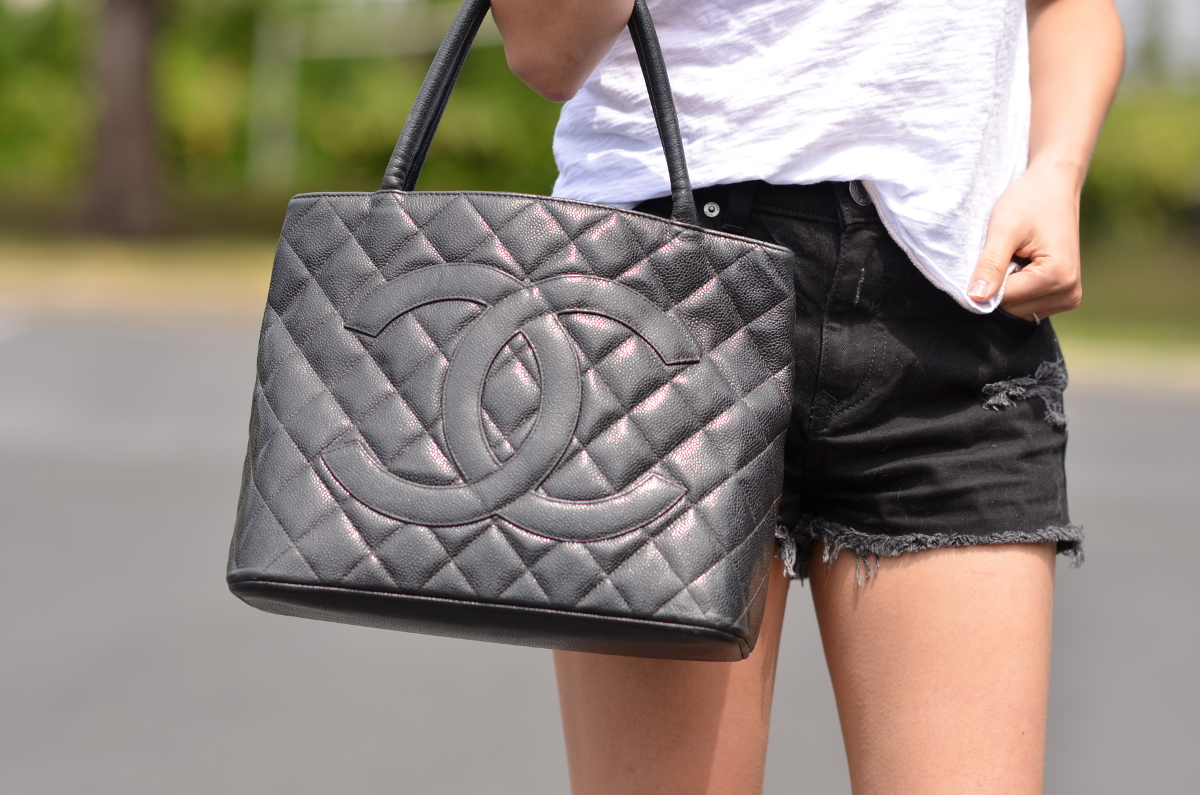 or petite timeless grand shopping chanel bag medallion