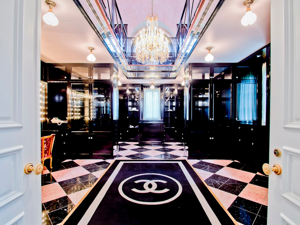 World 39 s best chanel themed closet lollipuff for Best walk in closets in the world