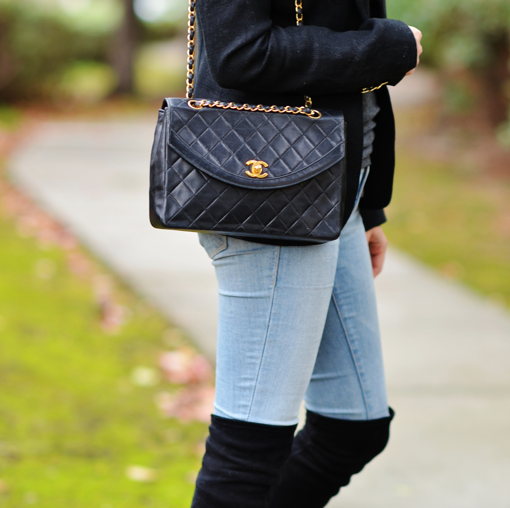 wearing vintage 1990s Chanel navy flap shoulder bag outfit