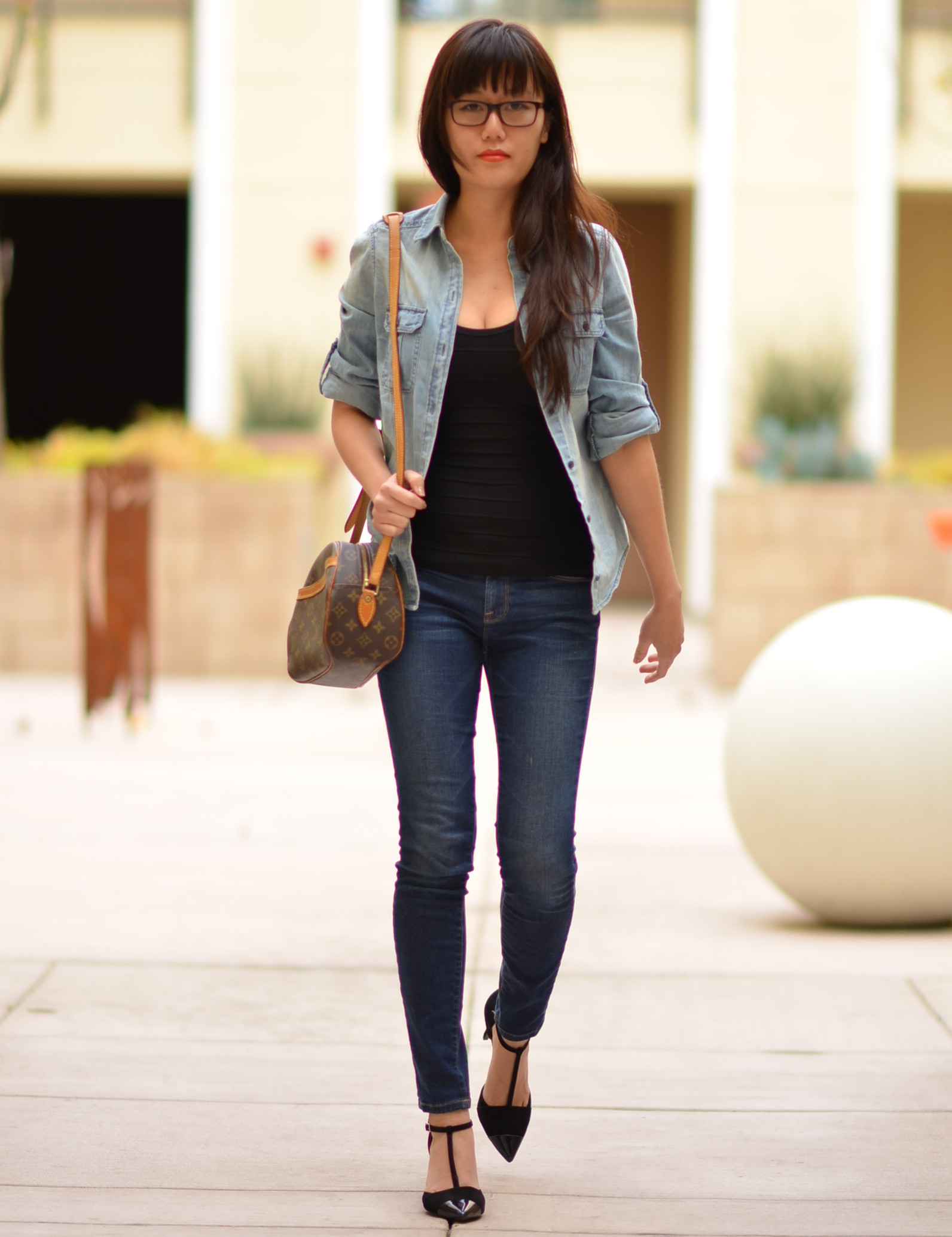 top to bottom jeans look with heels comfy relaxed outfit
