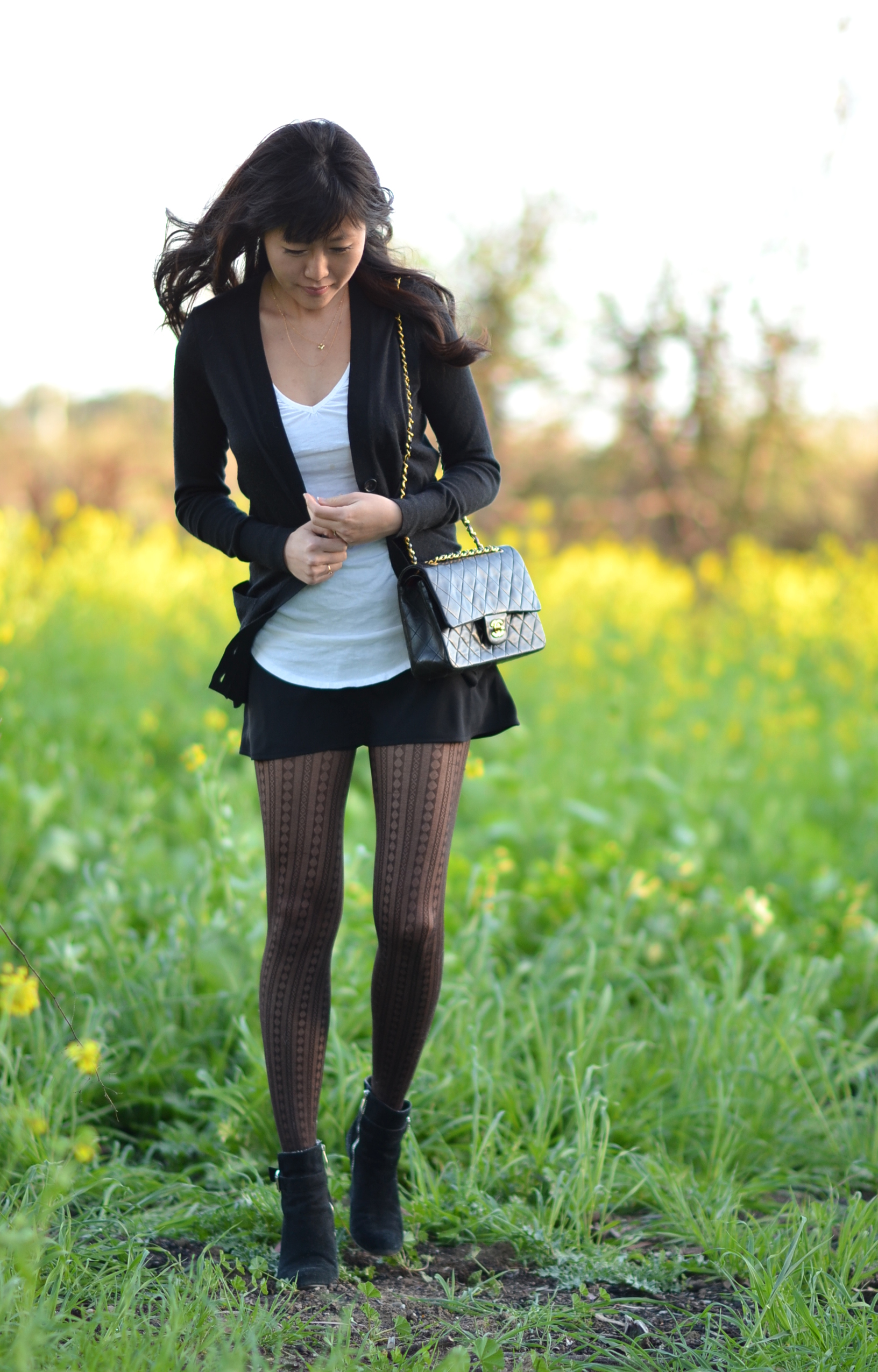 outfit with cardigan mini skort patterned black tights