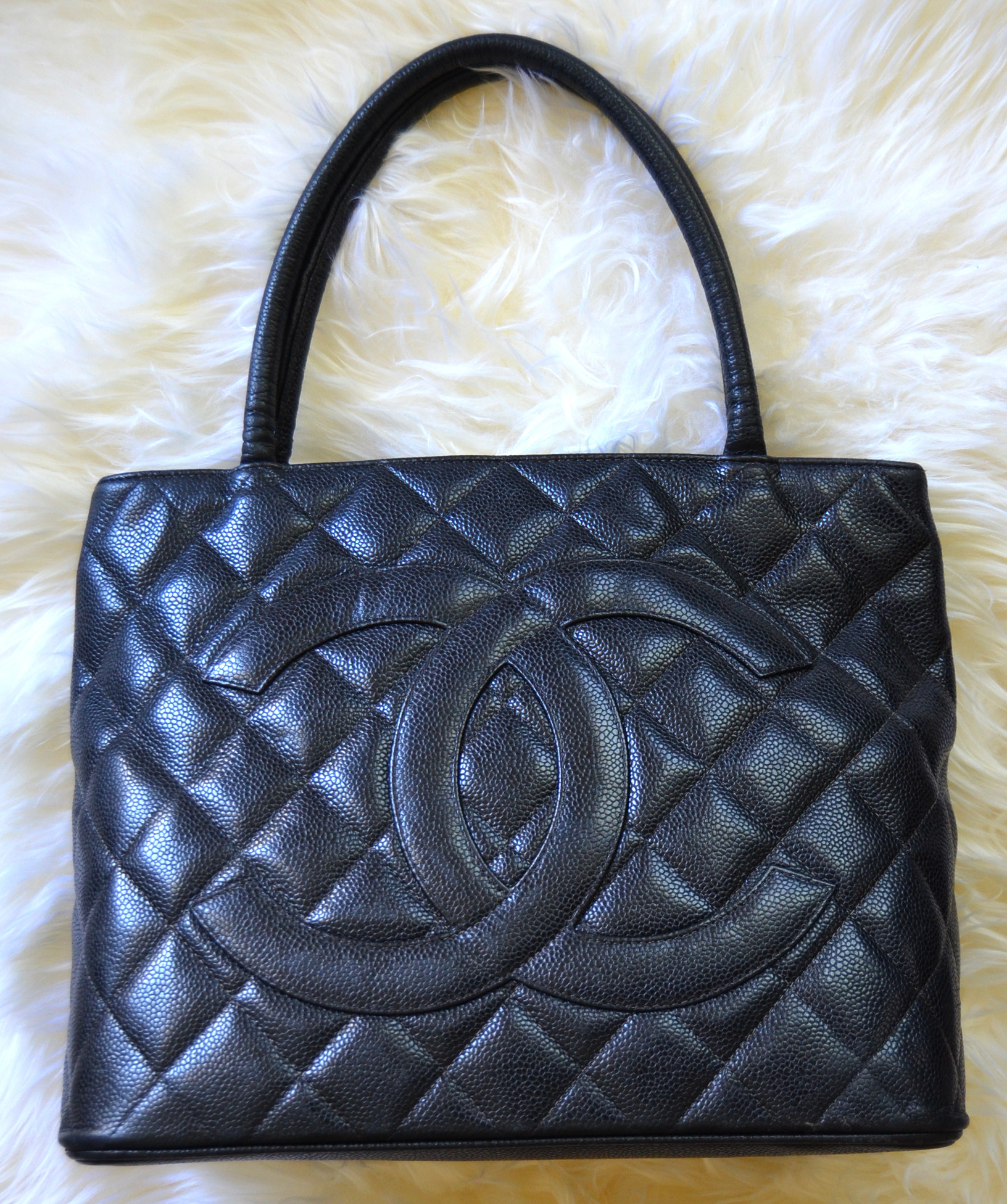 tote chanel leather silver vintage quilted bag caviar product medallion black