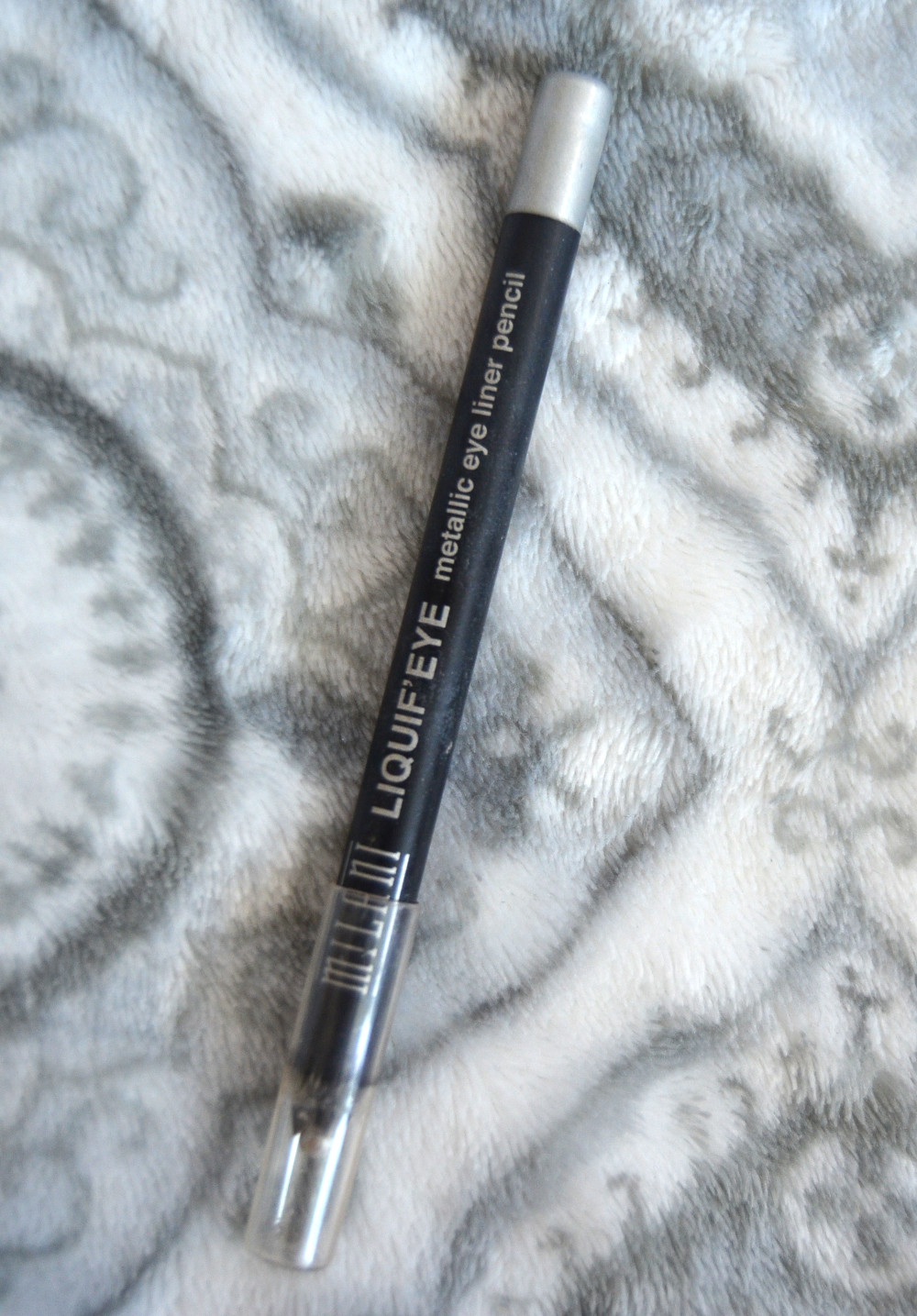 silver eye widening brightening eyeliner for eye inner corners