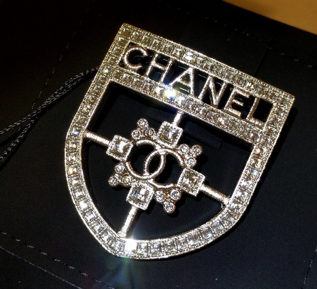 image product pearl brooch chanel shape diamond matt gold