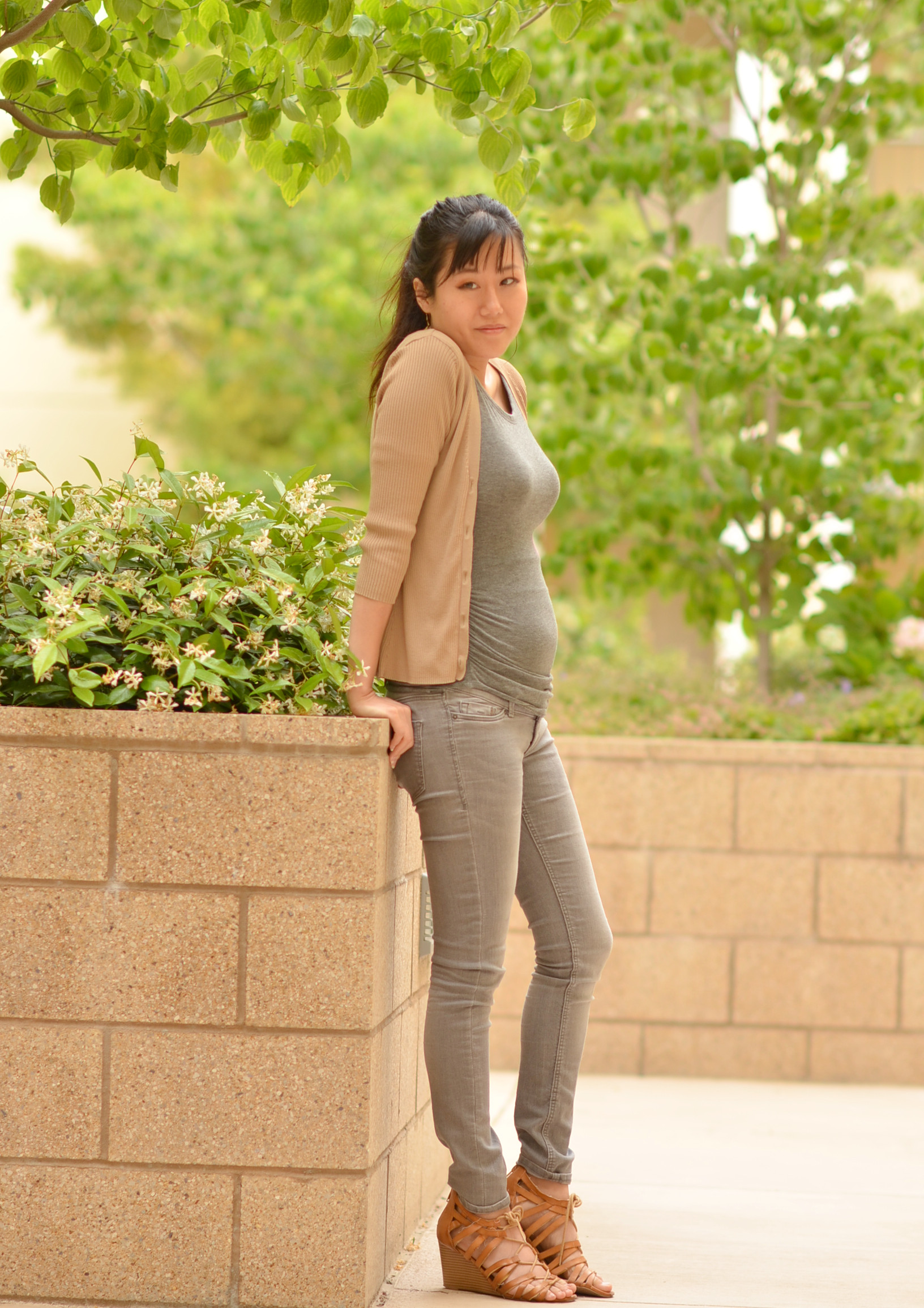 outfit pregnancy maternity jeans cardigan gray
