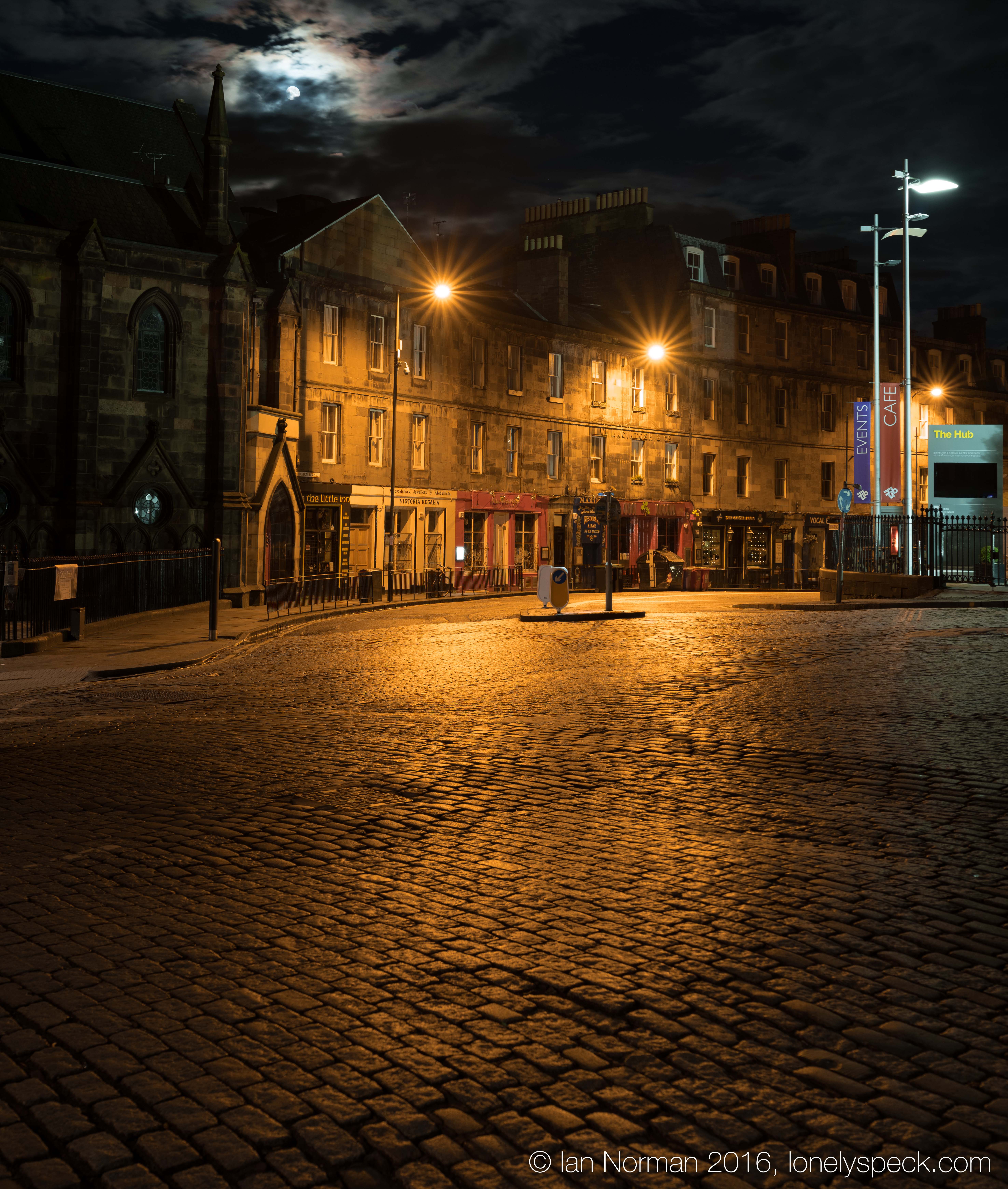 Review Urban Night Photography With The Fujifilm X T2 Lonely Speck