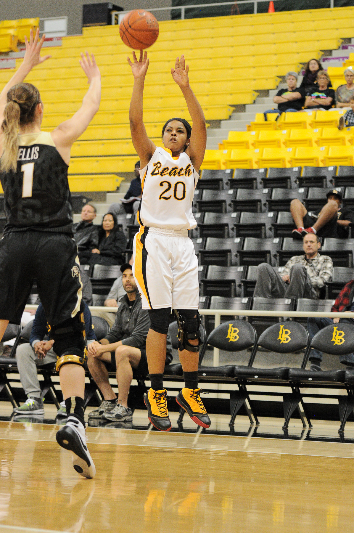 Junior Raven Benton went 5-for-7 from 3-point range and finished with a team-high 17 points.