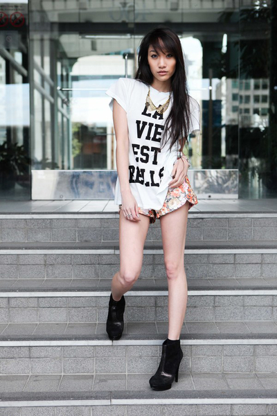 Printed Tee & Floral Shorts