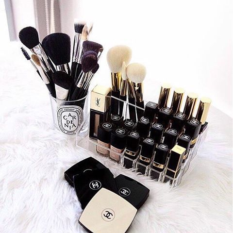 Love How You Can Use The Diptyque Candle Jar As A Brush