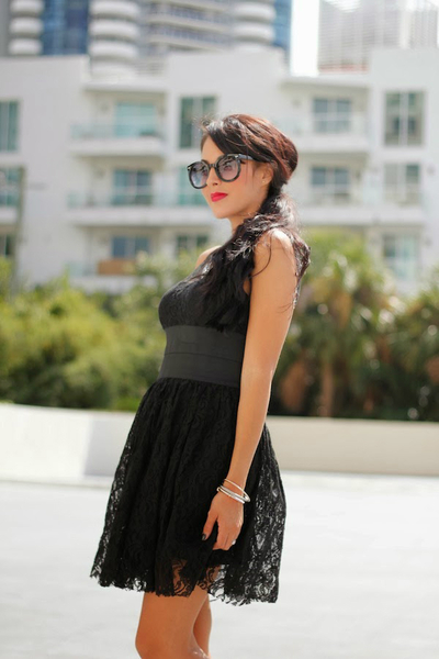 My LBD, red lipstick, lbd, holiday makeup, winter, style, trend