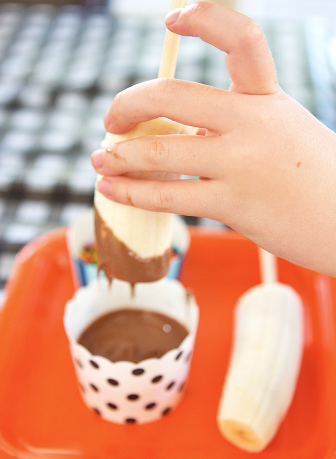 Fun and easy party food - Chocolate Dipped Bananas.