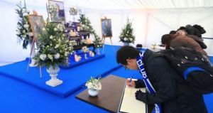 Fans, Players Sign Condolence Letters to Late Thai Billionaire.