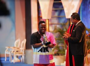 Gospel Music Icon, Eben, Wins Male Vocalist of the Year Award