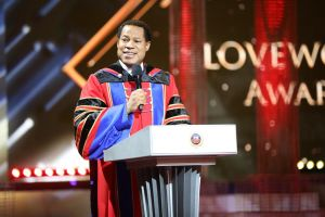 Pastor Chris Honors LoveWorld Blue Elite Staff for Shining Brightly
