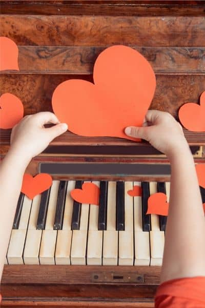 image of piano with red hearts