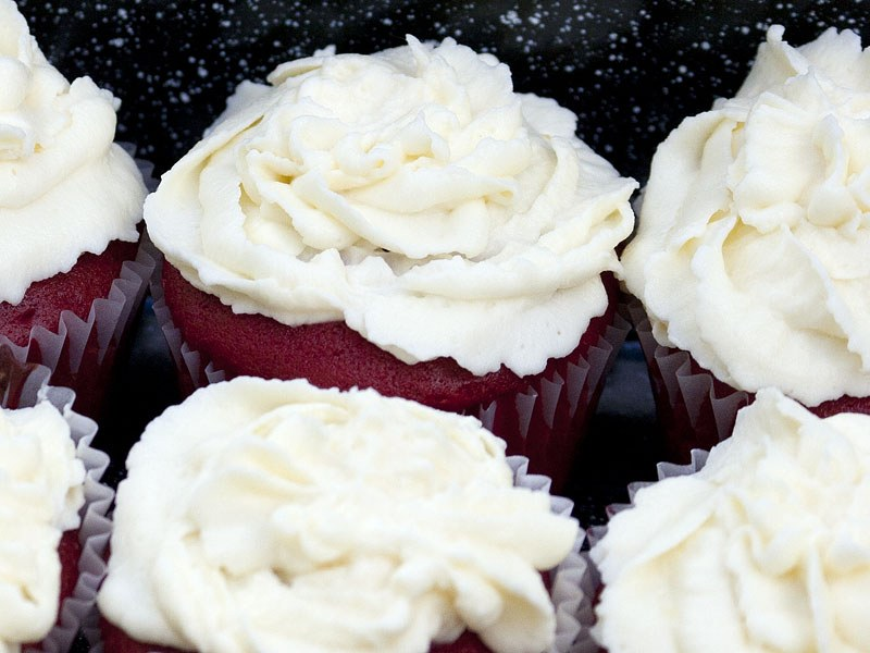 ... Velvet Cupcakes with Cream Cheese Mascarpone Frosting | Duncan Hines