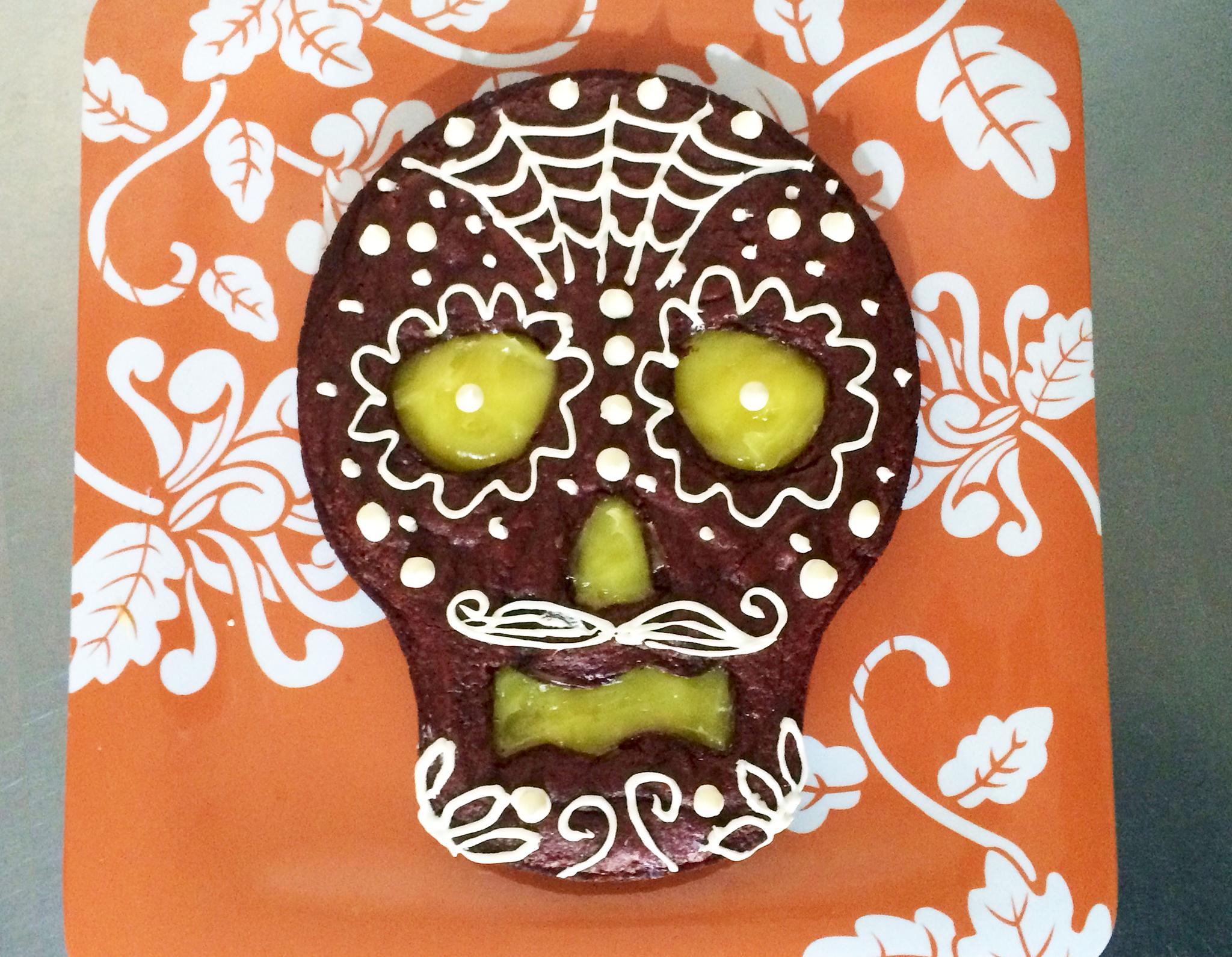 Dia de los Muertos Cake Decorating