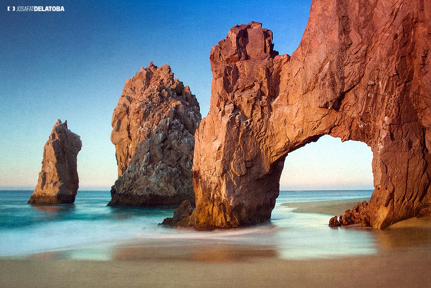 """<span class=""""caption-true"""">Known as The Arch or El Arco</span>"""